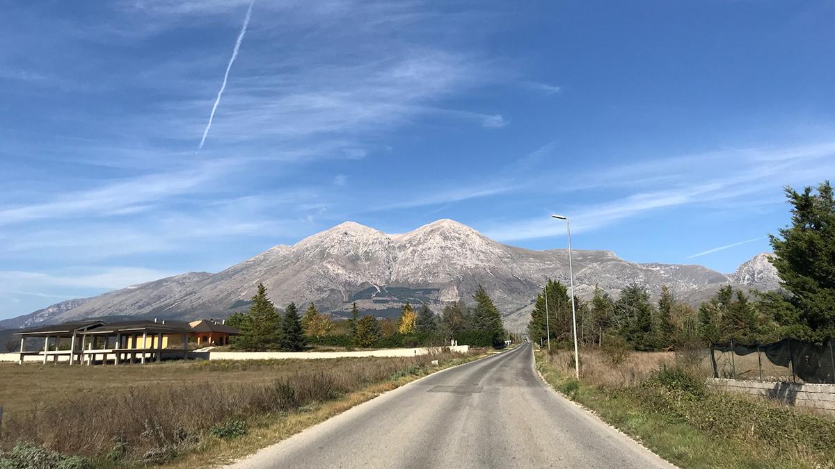 Eine Straße in den Abruzzen